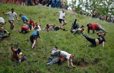Cooper's Hill Cheese-Rolling and Wake - Photos - Thousands