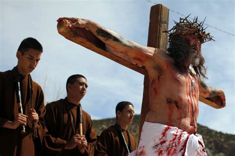 Good Friday 2014: Top 10 Quotes and Five Texts to Share