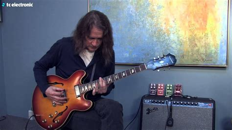 """Robben Ford demos his """"Clouds"""" TonePrint for the Hall of"""
