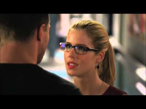 """Oliver and Felicity deleted kiss """"unthinkable"""" Arrow 2x23"""