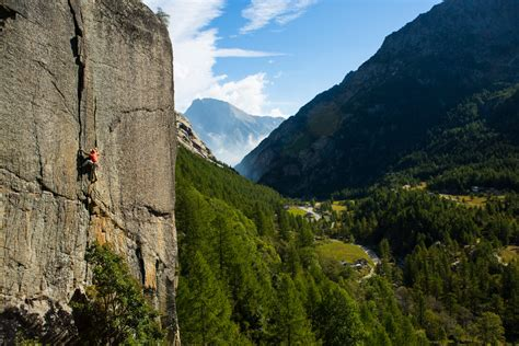 How to Find Climbing Partners at the Crag - Climbing Magazine