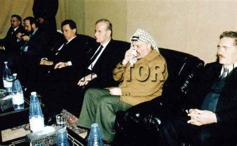 Syrian History - Yasser Arafat paying his respects to
