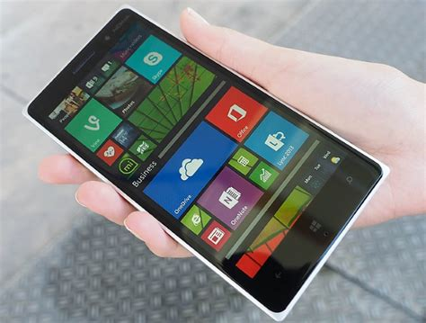 Lumia 830 With 10-Megapixel PureView Camera Launched at